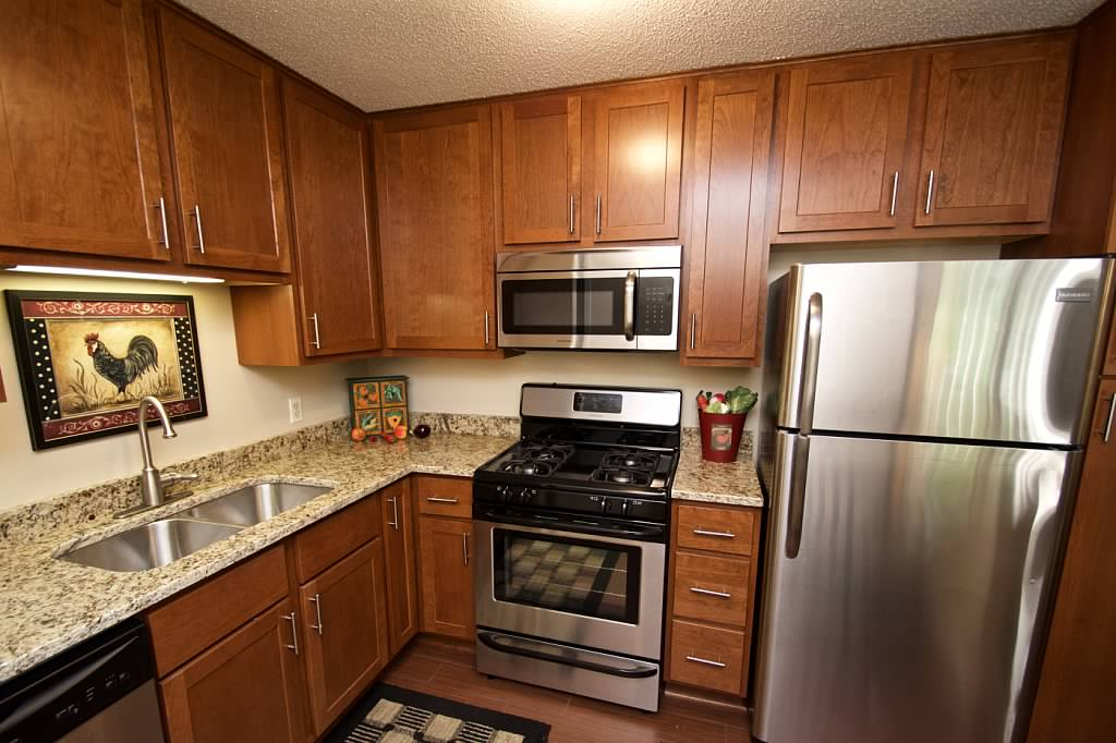 walnttrails_kitchen2